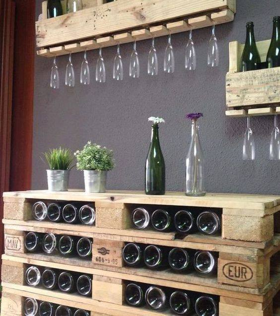 12 id es pour construire des bars uniquement avec des palettes - Europaletten wandregal ...