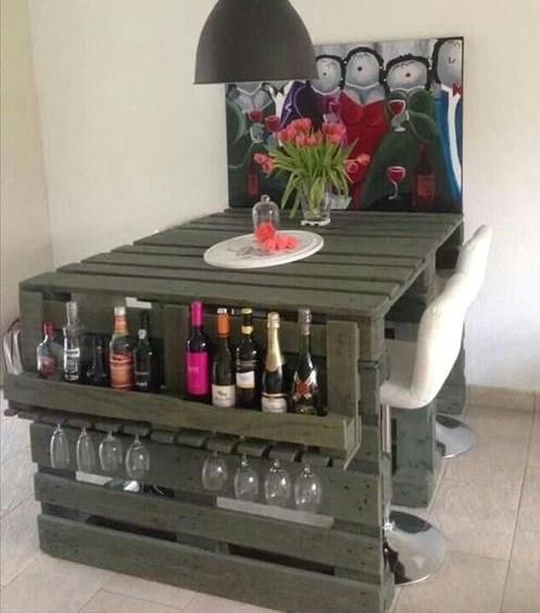 12 Idées Pour Créer Une Déco Cosy Dans Son Salon Cet Hiver: 12 Idées Pour Construire Des Bars Uniquement Avec Des Palettes